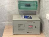 Однофазный стабилизатор напряжения Lider - установка дома